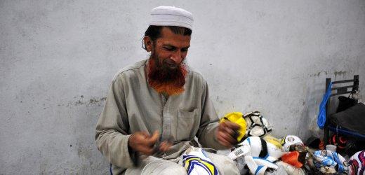 Kazim/ Pakistan/ Sialkot/ Fu§ballproduktion