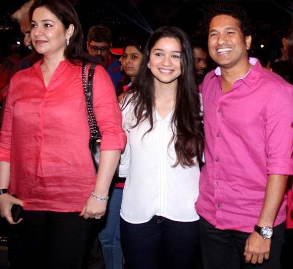 Sachin-Tendulkar-with-wife-Anjali-and-daughter-Sara