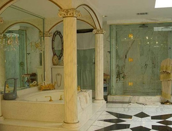 shah-rukh-khan-mannat-inside-bathroom-view_thumb