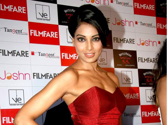Bipasha_Basu_at_the_launch_of_Filmfare_(6)