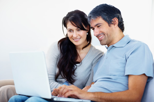 Couple-working-on-laptop