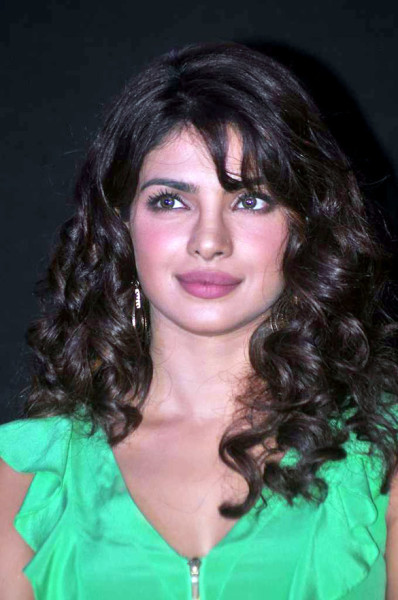 Priyanka_Chopra_at_the_launch_of_'Barfi!'_promo_12