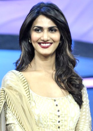 Vaani_Kapoor_promoting_'Shuddh_Desi_Romance'_on_DID_Super_Moms