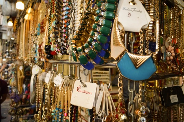 artificial-jewellery-shop-at-colaba-causeway-1024x680 (1)