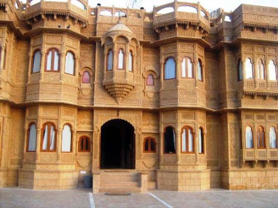 hotel-lalgarh-fort-palace