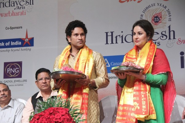 kk01uyfnxn53mz9j.D.0.Indian-Cricketer-Sachin-Tendulkar-with-wife-Anjali-Tendulkar-at-85th-birthday-celebrations-of-Lata-Mangeshkar--1-