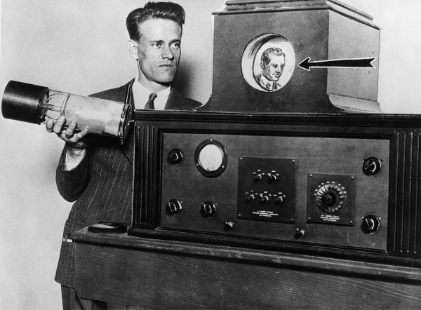 10 Aug 1929, San Francisco, California, USA --- Inventor Philo T. Farnsworth displays his latest version of the television --- Image by © Bettmann/CORBIS