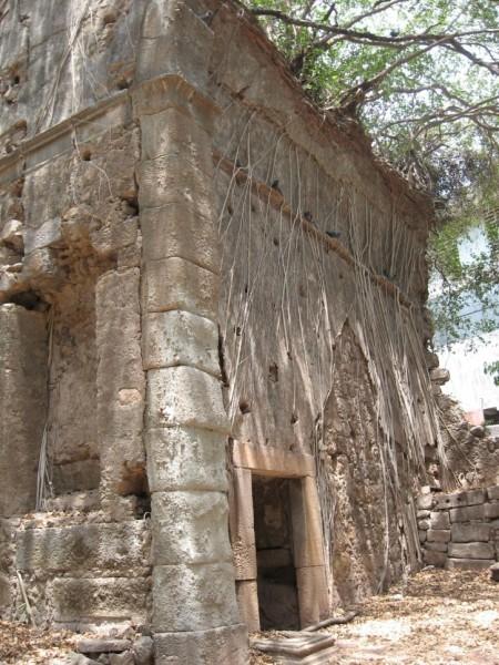 ruins-big-image-1-wikipedia_1433404736_725x725