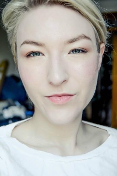 1-How-to-Take-Good-Selfies-600x905