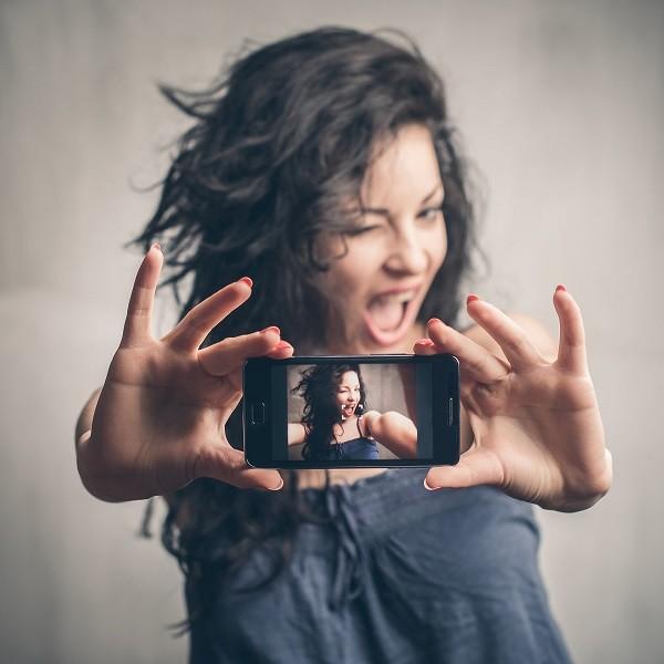 7-How-to-Take-Good-Selfies-600x600