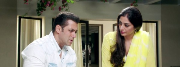 salman-khan-tabu-still-from-film-jai-ho