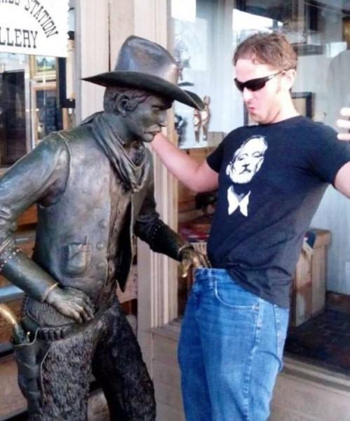 Man Vs Statues Funny Pics 1