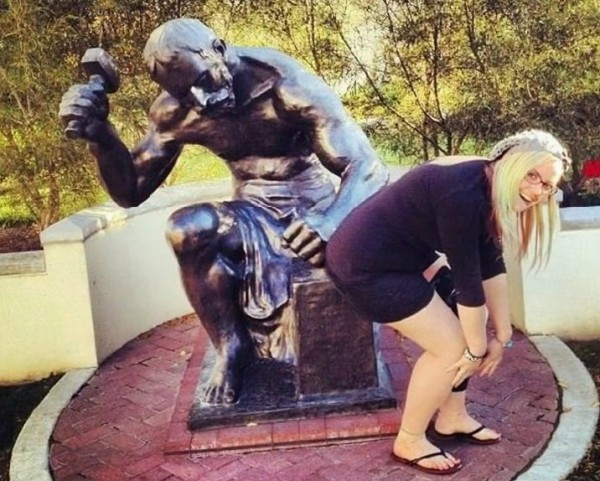 Man Vs Statues Funny Pics 3