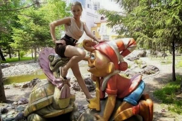 Man Vs Statues Funny Pics 5