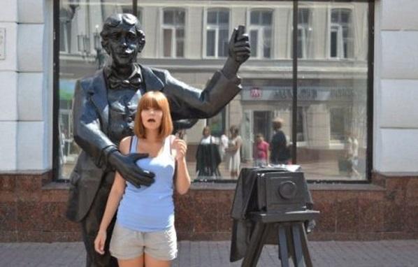Man Vs Statues Funny Pics 9