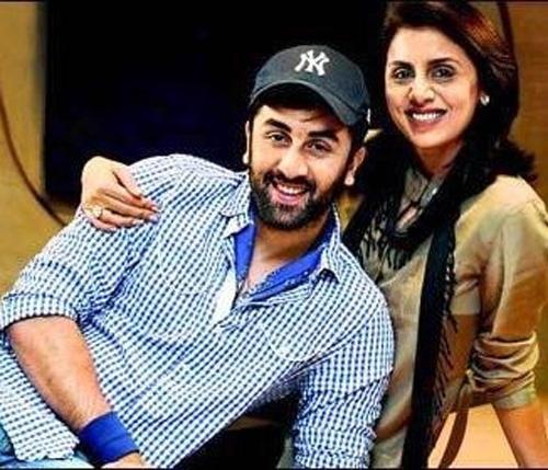 ranbir-and-his-mother-neetu-singh-smiling-pic