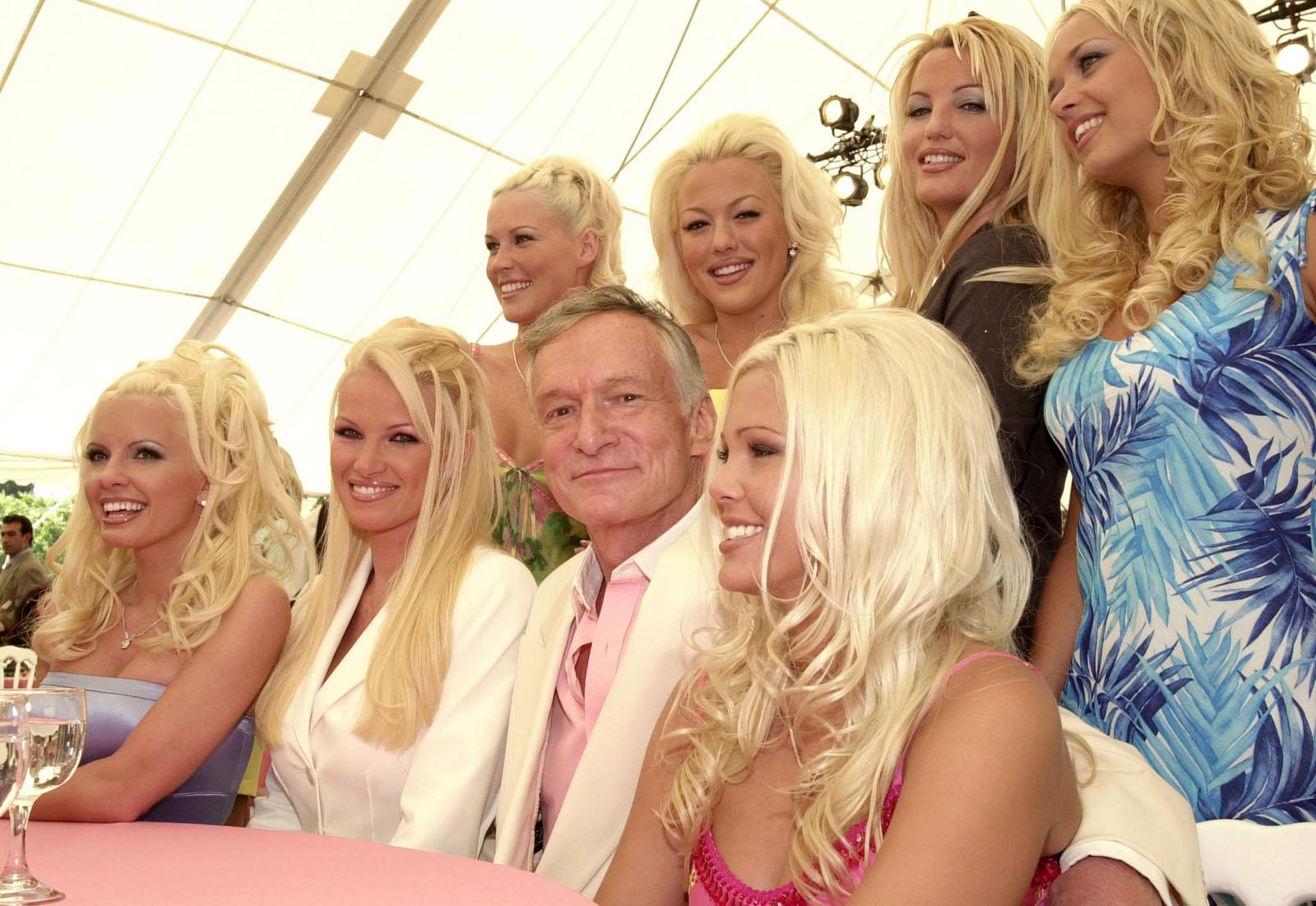 Фото хью хефнера с девушками
