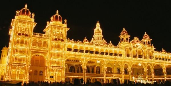 Dasara_Navaratri_Festival_Lights_Mysore_Palace_India