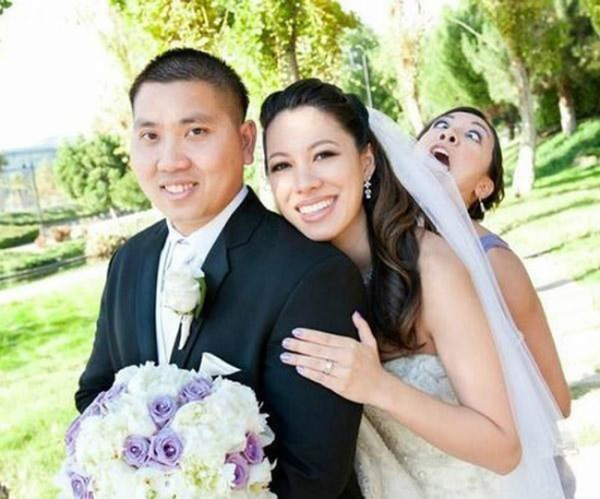 42-Perfect-Photobomb-Moments-From-Weddings.-Say-I-Do...-To-Hilarity29