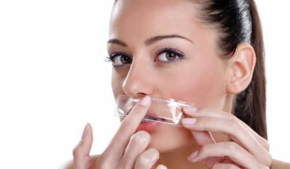 Waxing-to-remove-upper-lip-hair