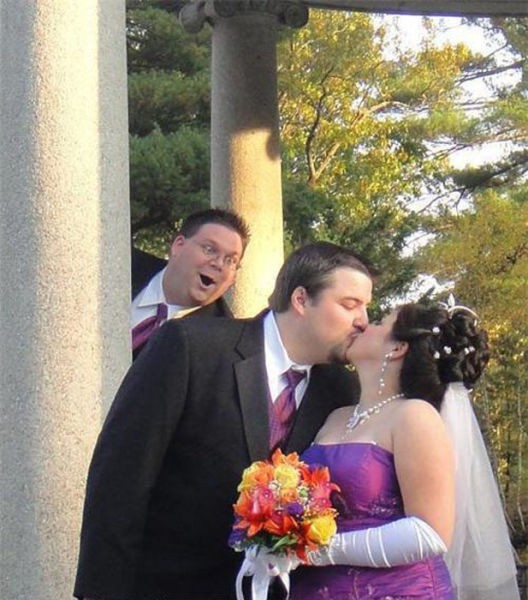 wedding-photobombs-4