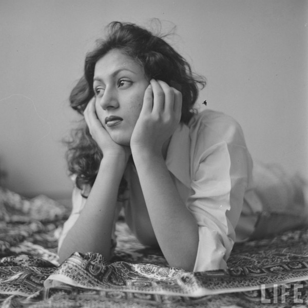 Hindi-Movie-Actress-Madhubala-in-her-Room-Photographed-by-James-Burke-for-Life-Magazine-1951-9