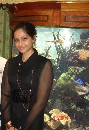 Sonam Kapoor De-Glam Avatar 7