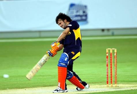 atif-aslam-playing-cricket