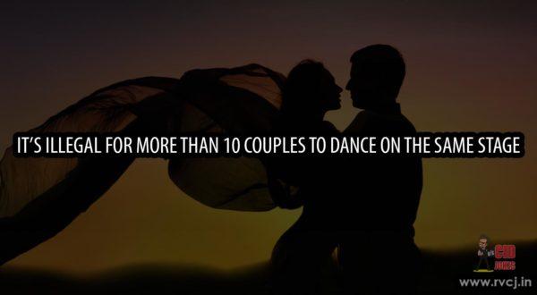 Romance-Couple-Dancing-in-Love-Sunset