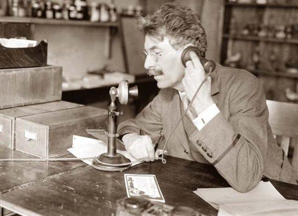 Telephone-Old-001