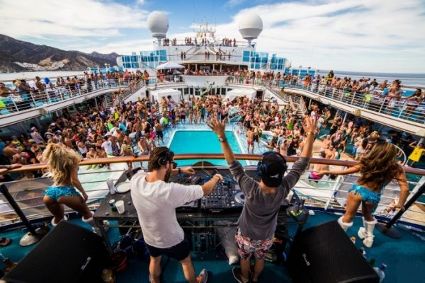 groove-cruise-deck-party