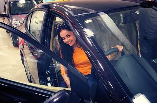 13 devoleena-bhattacharjee-car