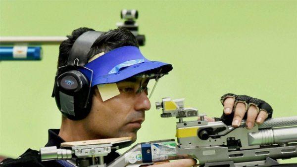 abhinav bindra checking his sight