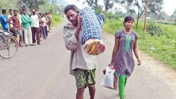 Dead wife on shoulders odisha majhi
