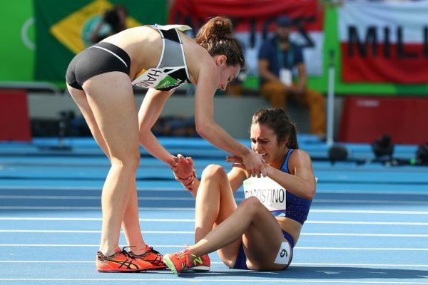 Nikki Hamblin and Abbey D'Agostino helping each other