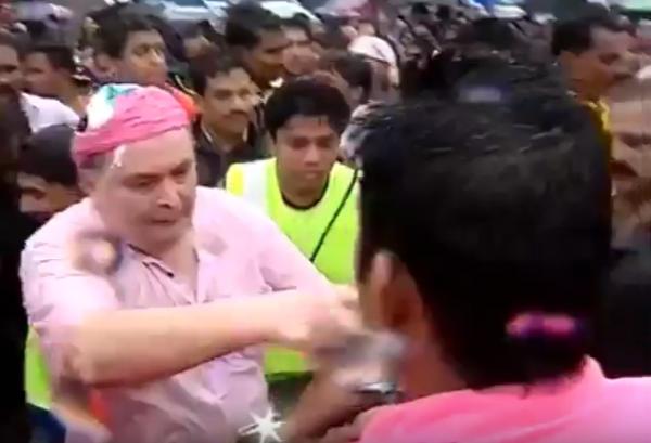 rishi-kapoor-beating-people-at-ganesh-visarjan-youtube