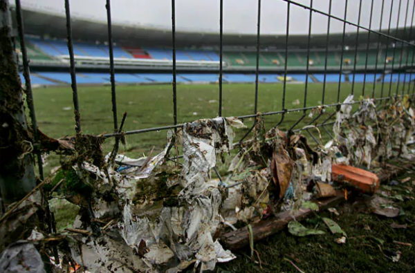 garbage-near-stadium-google-search