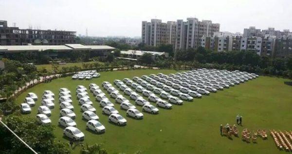 surat-merchant-gives-massive-diwali-bonus-2-720x380