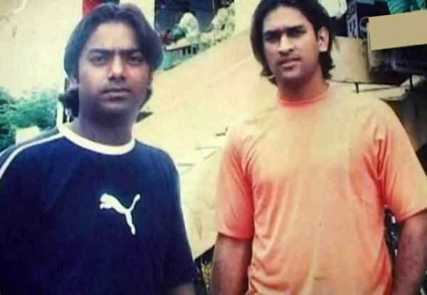 dhoni-with-friend