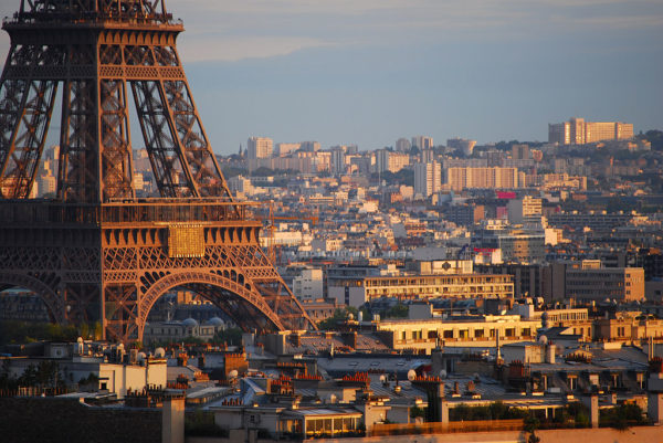 https://upload.wikimedia.org/wikipedia/commons/thumb/a/a6/Sunset_over_the_base_of_the_Eiffel%2C_Paris_2007.jpg/1024px-Sunset_over_the_base_of_the_Eiffel%2C_Paris_2007.jpg