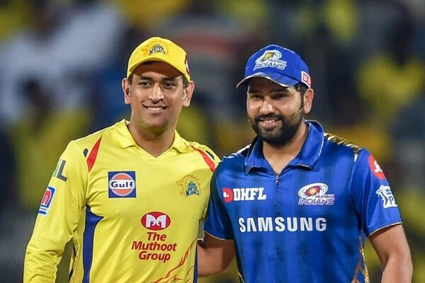 Sehwag Has An Apt Reaction After Fans Of Dhoni & Rohit Sharma Indulge In A Big Fight