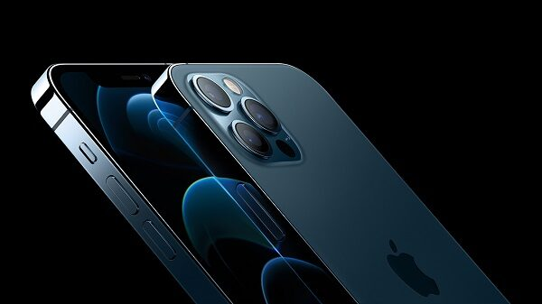 Apple Launches iPhone 12, Twitter Calls It Child Of iPhone 5 & iPhone 11